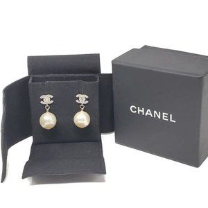 100% Auth Chanel Pearl CC Earrings w/Box